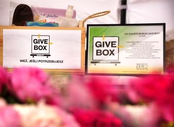 Givebox stoisko